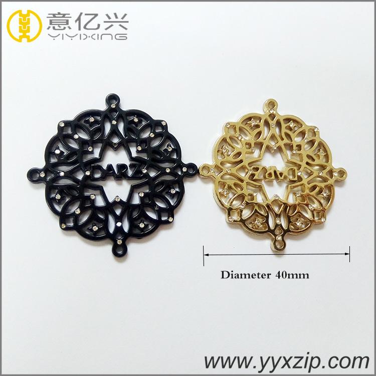 cheap no minimum black company pattern zinc alloy logo custom hollow gold popula